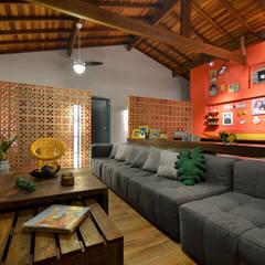 Livings de estilo  por Arquitetando ideias
