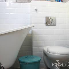 Pudrowa łazienka: styl , w kategorii Łazienka zaprojektowany przez in2home