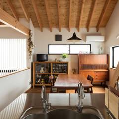 Moderne Esszimmer von 藤森大作建築設計事務所 Modern