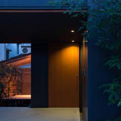 Moderner Flur, Diele & Treppenhaus von 藤森大作建築設計事務所 Modern
