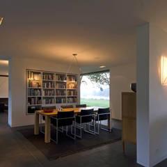 WOONHUIS GORSSEL:  Eetkamer door Maas Architecten