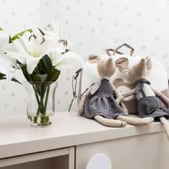 Decoración en tonos cremas para habitació infantil: Dormitorios infantiles de estilo  de INEDIT INTERIORISTAS