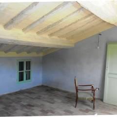 Recupero vecchia abitazione  operaia: Studio in stile  di VECCHI E CIGNI ASSOCIATI ARCHITETTURA