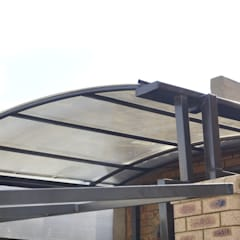 Carpot with Polycarbonate Multiwall Sheet: modern Garage/shed by Yaya Engineering Group (Pty) Ltd