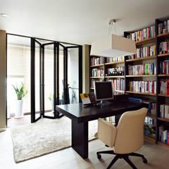 Urban Morden House: housetherapy의  서재 & 사무실