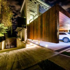 CASA BNG: Garajes de estilo  por BLOS Arquitectos