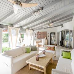 CASA BNG: Livings de estilo  por BLOS Arquitectos