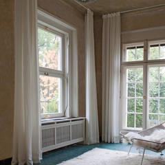 Landhausvilla S – Wintergarten: landhausstil Wintergarten von Lena Klanten Architektin