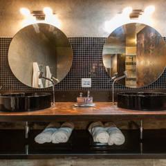 حمام تنفيذ AK Arquitetura Interiores  , ريفي
