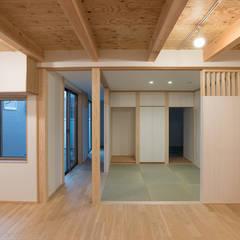 Living room by 家山真建築研究室 Makoto Ieyama Architect Office, Minimalist