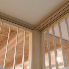 東山の家2|準防火地域の狭小敷地住宅: 家山真建築研究室 Makoto Ieyama Architect Officeが手掛けた窓です。,
