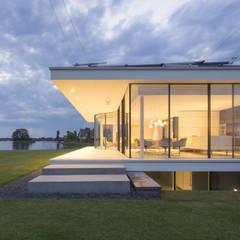 Achtergevel: moderne Huizen door Lab32 architecten