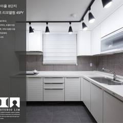 Kitchen by DESIGNSTUDIO LIM_디자인스튜디오 림