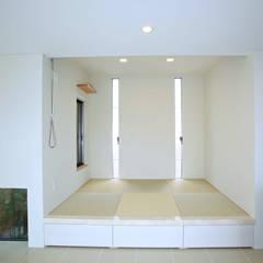 コンクリート壁のある木造住宅: Egawa Architectural Studioが手掛けた壁です。,