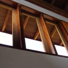 Fenêtres de style  par Arcoterra Arquitetura e Construção