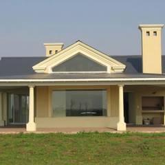 CARDALES:  Windows  by Radrizzani Rioja Arquitectos