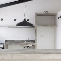 Apartamento Blanco y Negro: Cocinas de estilo  por CENTRAL ARQUITECTURA