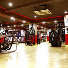 Gymnasium:  Commercial Spaces by Floor2Walls,