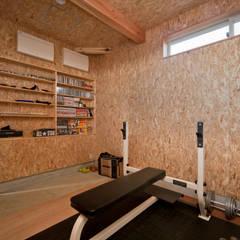 Gym by 大森建築設計室