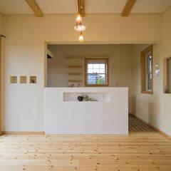 ジムのある家: 大森建築設計室が手掛けたダイニングです。,オリジナル 木 木目調