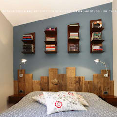 Reclaimed wood headboard : Camera da letto in stile  di Rachele Biancalani Studio - Architecture & Design