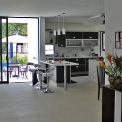 Proyectos Residenciales: Cocinas de estilo  por MORAND ARQUITECTURA