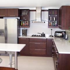 Diseno de Cocinas: Cocinas de estilo  por Ladosur