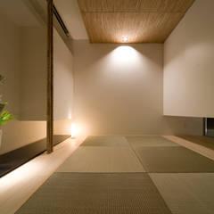 ひかり庭の家: 一級建築士事務所 株式会社KADeLが手掛けた和室です。,モダン