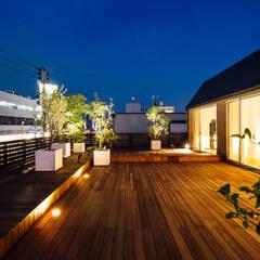 ビルの3Fに寛ぎのリノベーション: 一級建築士事務所 株式会社KADeLが手掛けたテラス・ベランダです。