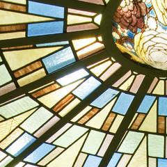 Coeur de verre: Fenêtres de style  par VORTEX atelier d'architecture