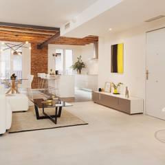 Home Staging para Inversores Inmobiliarios Salones de estilo moderno de Markham Stagers Moderno Ladrillos