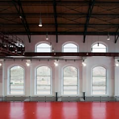 Pabellon Ferial La Central. Rehabilitacion Antigua Central Electrica: Palacios de congresos de estilo  de Eduardo Irago Fotografia