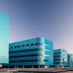 Hospital Alvaro Cunqueiro: Hospitales de estilo  de Eduardo Irago Fotografia