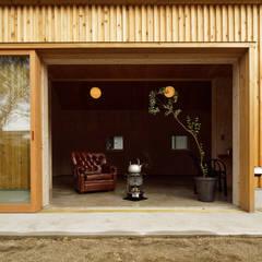 大河原の家: 井上貴詞建築設計事務所が手掛けた窓です。,