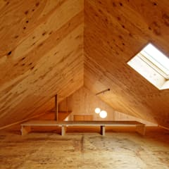 大河原の家: 井上貴詞建築設計事務所が手掛けたガレージです。