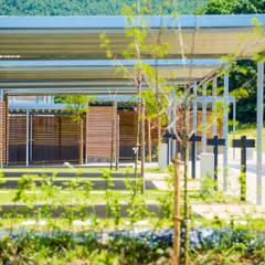 Eco - quartier de la Fontaine Saint - Jean: Garage / Hangar de style de style Moderne par artau architectures