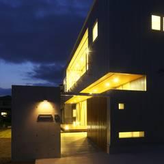 Rumah oleh SPACE DESIGN STUDIO, Modern Besi/Baja