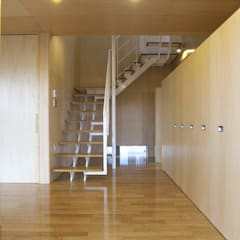 Koridor dan lorong oleh SPACE DESIGN STUDIO, Modern Kayu Lapis