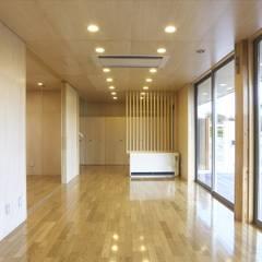 Ruang Multimedia oleh SPACE DESIGN STUDIO, Modern Kayu Lapis