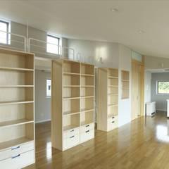 Ruang Keluarga oleh SPACE DESIGN STUDIO, Modern Granit