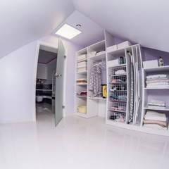 METAMORFOZY I: styl , w kategorii Garderoba zaprojektowany przez HOLADOM Ewa Korolczuk Studio Architektury i Wnętrz