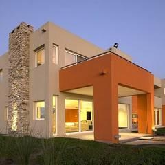 Casa M: Casas de estilo  por Estudio PM