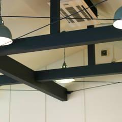 玄関土間の薪ストーブが家全体を暖める: HOUSETRAD CO.,LTDが手掛けた壁です。,