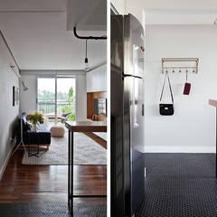 Sala e Cozinha: Corredores e halls de entrada  por INÁ Arquitetura