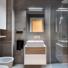 Hogar familiar en Badalona: Baños de estilo  de Dröm Living