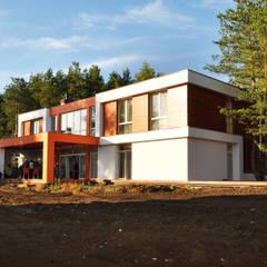Проект современного жилого дома в Москве Дома в стиле модерн от homify Модерн Дерево Эффект древесины