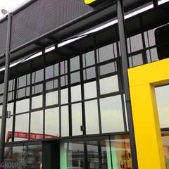 Facciata vetrata: Centri commerciali in stile  di Modula Group Srl