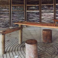 Kipará Té Etnoaldea Turística Embera / Juan Pablo Dorado + Oficina Suramericana de Arquitectura: Cocinas de estilo  por Oficina Suramericana De Arquitectura, Tropical Madera maciza Multicolor