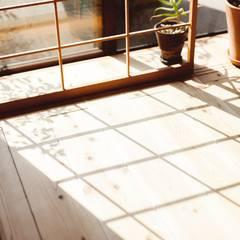 間取りが自由に動かせるマンションリノベーションmaru(マル)シリーズ第1号: すまい研究室 一級建築士事務所が手掛けた窓です。,