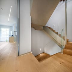 CHALET CONDE ORGAZ: Ingresso & Corridoio in stile  di Tarimas de Autor